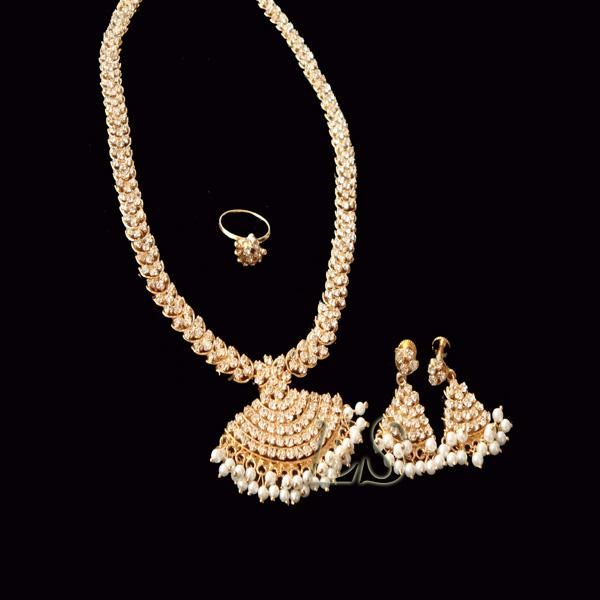 Buy Mahrani Ethnic American Diamond Set online
