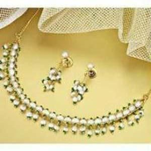 Buy Elegant Fresh Water Pearl Set Kalyani online