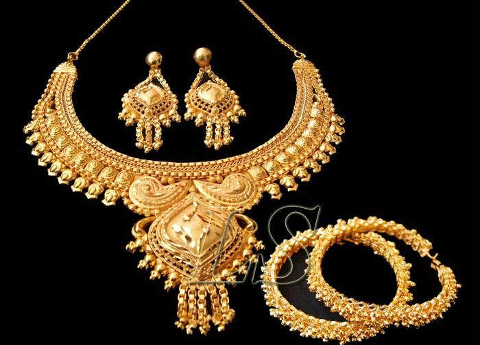 Buy Gold Forming Ethnic Set With Ethnic Kada online
