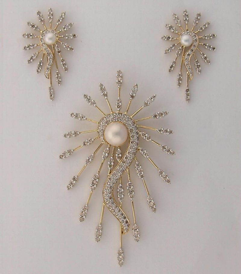 Buy diamond pearl yellow gold set online best prices in india buy diamond pearl yellow gold set online aloadofball Gallery