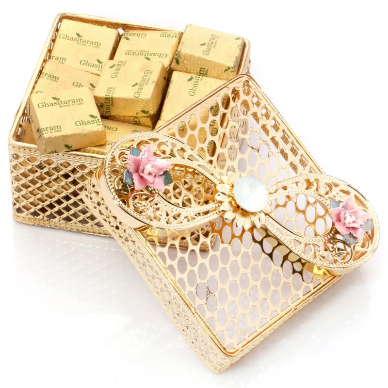 Buy Mothers Day Gifts- Golden Jewellery Box With Sugarfree Chocolates online