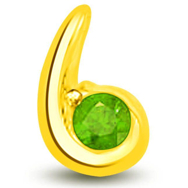 Buy Surat Diamond Stunning Pendant Of Emerald In Yellow Gold - P1133 online
