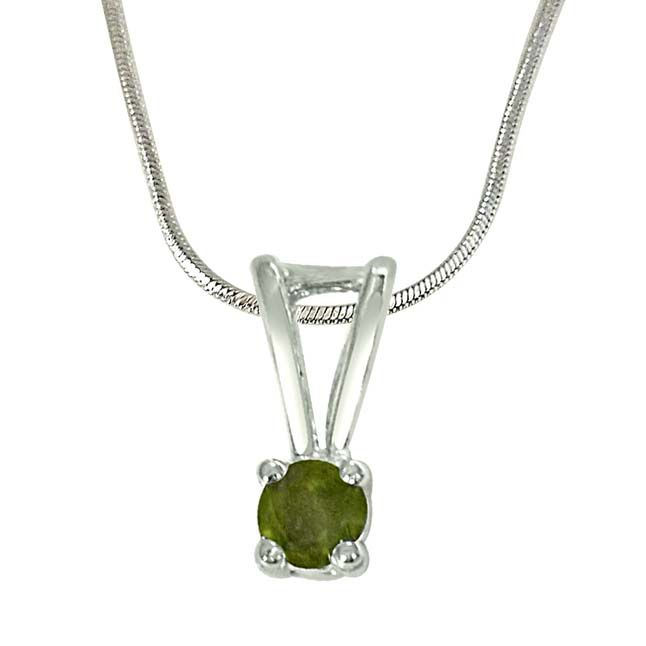 Buy Surat Diamond Pretty Prince Green Peridot & Sterling Silver Pendant With 18 In Chain Sdp382 online