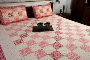 Jodhaa Double Bedsheet Set In Cotton Printed Allover In Pink And Red